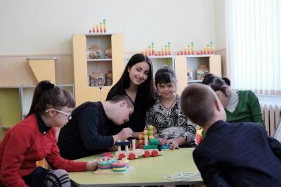Модель із Чернівців віддала 10 тисяч гривень на благодійність