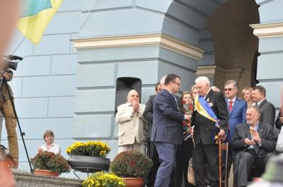 Троє чернівчан отримали звання почесних громадян міста