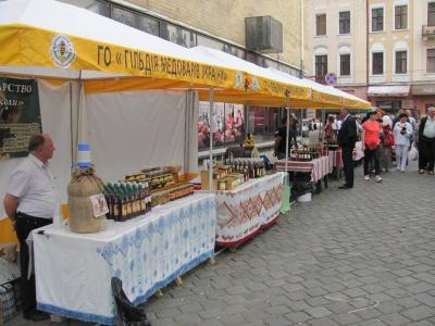 У Чернівцях вперше відбувається фестиваль меду і чаю  (ФОТО)