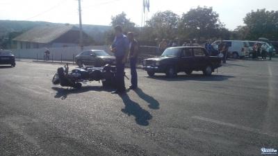 На Буковині ВАЗ збив мотоцикл (ФОТО)