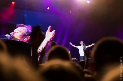 """""""Це не наша війна, та ми в ній переможемо"""": Вакарчук у Чернівцях присвятив пісню військовим(ФОТО)"""