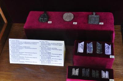 «Цим знахідкам немає ціни»: у Чернівецькому Художньому музеї відкрилася виставка археологічних знахідок з Чорнівського городища (ФОТО)