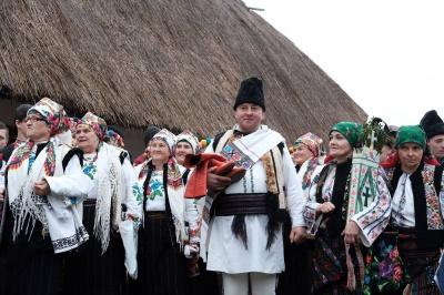 В музее под открытым небом в Черновцах показали традиционные обряды румынской и украинской свадеб (ФОТО)