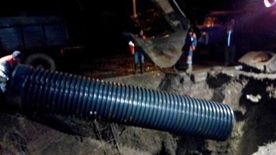 Водоканал відремонтував колектор, Чернівцям відновлять подачу води