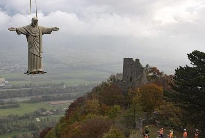 Над швейцарським селом літала статуя Ісуса
