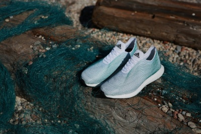 Adidas випустив кросівки з виловленого в океані сміття
