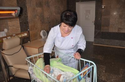 На Буковині охрестили малюка, якого підкинули в лікарню (ФОТО)