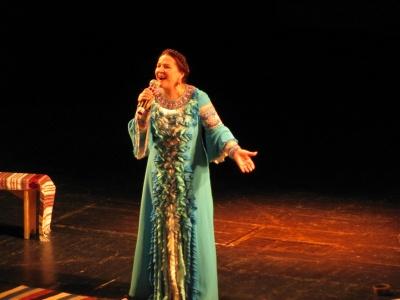 У Чернівцях Ніна Матвієнко у переповненому театрі співала колискові (ФОТО)
