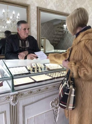 Чернівецькі податківці попередили підприємців Калинки за нелегальних працівників