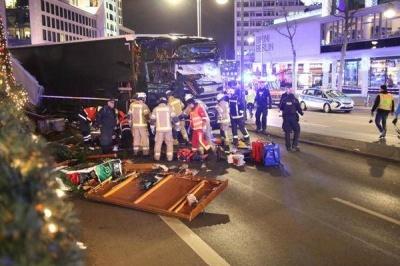 У Берліні вантажівка протаранила Різдвяний ринок. 9 осіб загинули, 55 поранені
