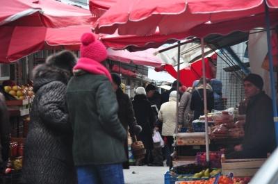 Купують небагато і люблять закордонні делікатеси: пожвавилась святкова торгівля у Чернівцях