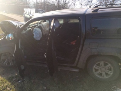 ДТП у Чернівцях: один з водіїв постраждав, в'їхавши в опору (ФОТО)