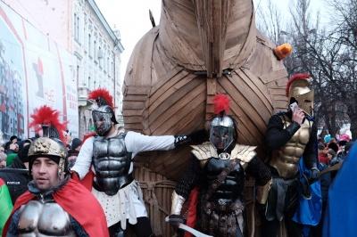"""Санта-Клаус на санчатах, Троянський кінь і """"Титанік"""". Що привезли маланкарі до Чернівців (ФОТО)"""