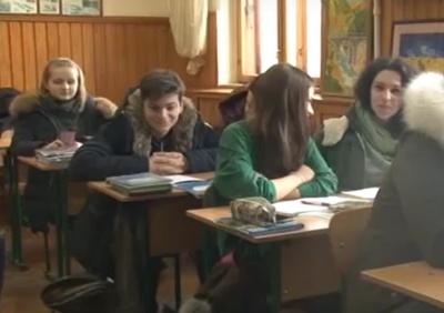 Через застарілу систему опалення учні гімназії в Чернівцях змушені сидіти на заняттях у куртках