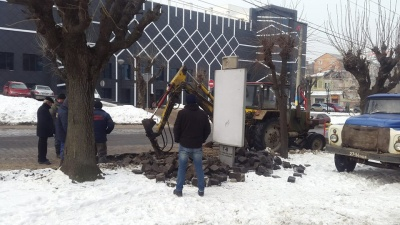 На улице Главной в Черновцах прорвало трубу водоснабжения