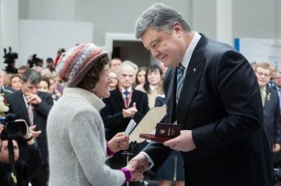 Порошенко нагородив видатну чернівчанку орденом Княгині Ольги