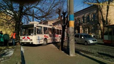 Поліція підтвердила, що в тролейбуса, що потрапив у ДТП у Чернівцях, відмовили гальма