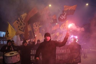 У Чернівцях націоналісти провели смолоскипну ходу пам'яті Героїв Крут (ФОТО)