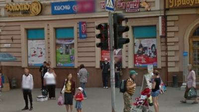 Інспекція благоустрою Чернівців нагадала про заборону рекламних вивісок на вікнах установ
