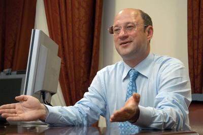 """Російський олігарх скупив близько 25% акцій готелю """"Черемош"""" у Чернівцях, - директор закладу"""