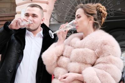 """""""Це наша річниця"""". У Чернівцях на День закоханих одружилися 16 пар (ФОТО)"""