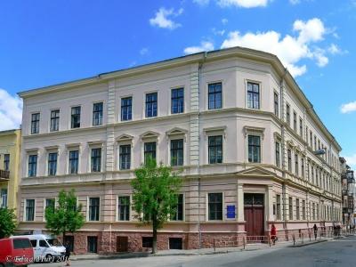 Черновицкий горсовет отказался принять решение о присвоении имени Александра Доброго гимназии №6