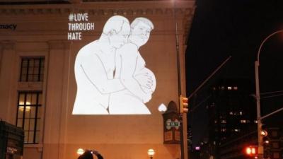 Беременный Трамп и голый Путин появились на новой фотографии в Нью-Йорке