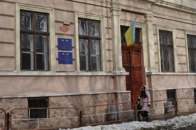 В гимназии №6 Черновцов удивлены решением депутатов отказать в присвоении заведению имени Александра Доброго
