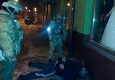 """В Черновцах поймали похитителей элитных авто во время кражи  """"Мерседеса """""""