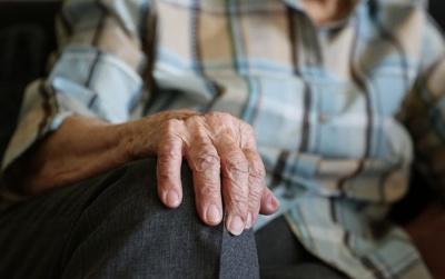 Вчені визначили, до якого віку зможуть продовжити життя людям