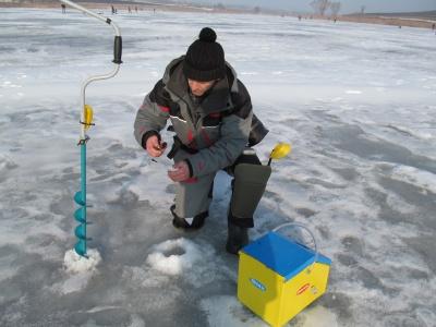 За 3 часа - 2,5 килограмма рыбы из-под льда: на Буковине состоялись соревнования рыбаков (ФОТО)