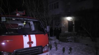 В Черновцах бомжи ночью подожгли многоэтажку (ВИДЕО)