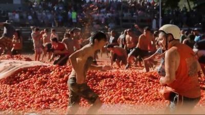 Массовая драка помидорами состоялась в Чили