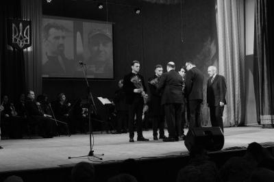 Погибших на Майдане Черновцов Аксенина и Щербанюк наградили посмертно отличия облсовета