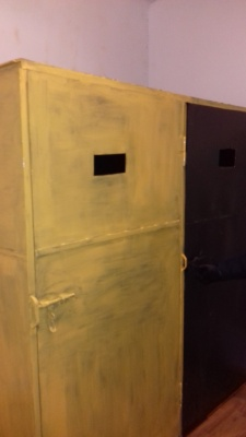 На Буковині у суді людей тримали в металевих шафах, схожих на катівні, – омбудсмен