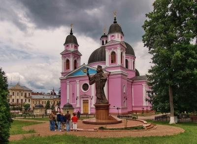 Кафедральный собор в Черновцах перекрасят