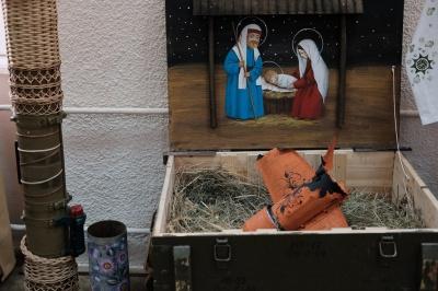 Петриківський розпис на ящиках від гранат: у Чернівцях відкрили виставку військових арт-об`єктів з АТО