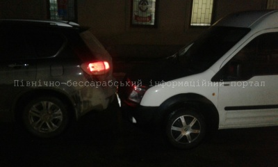 П'яний буковинець протаранив російський джип і втік, залишивши своє авто