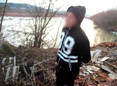 22-летний грабитель отобрал у черновчанки сумку с деньгами и документами