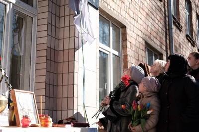 «Умер на войне, но не от вражеской руки»: в Черновцах открыли памятную доску герою АТО Игорю Парфентьеву (ФОТО)