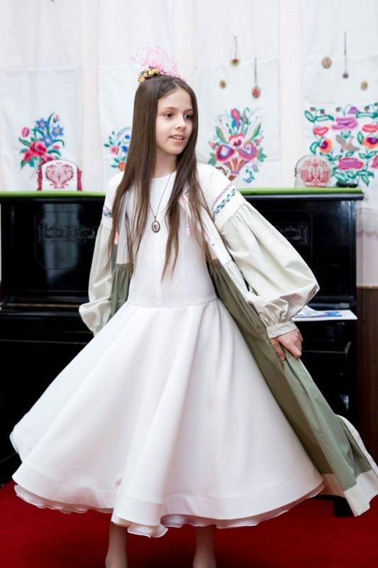 Вишиванка завжди в моді - чернівецький дизайнер дає старому одягу друге  життя (ФОТО) e46bb35ee8a20