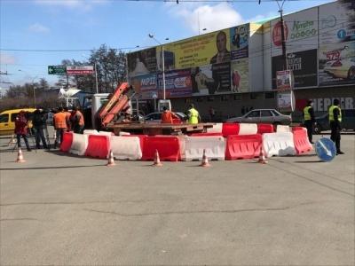 Експеримент з кільцевим рухом на перехресті в Чернівцях призвів до великих заторів (ВІДЕО)