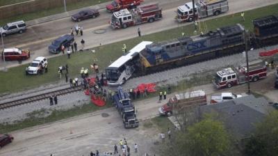 У США потяг врізався в автобус - є загиблі