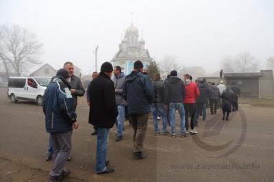 На Буковине люди не позволили чиновникам отобрать землю