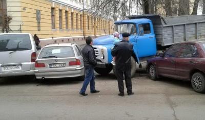 "ДТП в Черновцах:  ""ЗИЛ"" столкнулся с тремя легковушками"