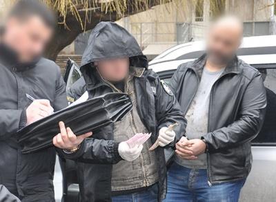 Поліція оприлюднила відео затримання чиновника-хабарника у Чернівцях (ВІДЕО)