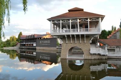 """Парк  """"Жовтневый"""" в Черновцах остается со старым названием: суд отменил решение"""