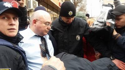 Конфликт в Черновцах - обвиняемого в сепаратизме политолога забрала полиция