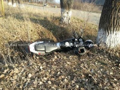 Двое подростков на мотоцикле столкнулись с микроавтобусом на Буковине (ФОТО)