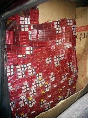 В буковинском селе на складе с соей обнаружили автомобиль без номерных знаков с сигаретами на полмиллиона гривен